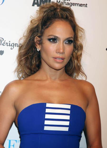 Jennifer Lopez Can't Trust Boyfriend Casper Smart, Spies on his Texts!
