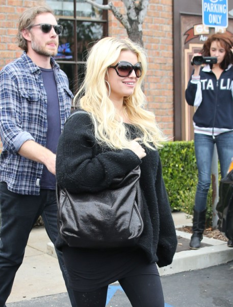 Jessica Simpson Offers To Bribe Dad Joe Simpson To Disappear After Sex Scandal