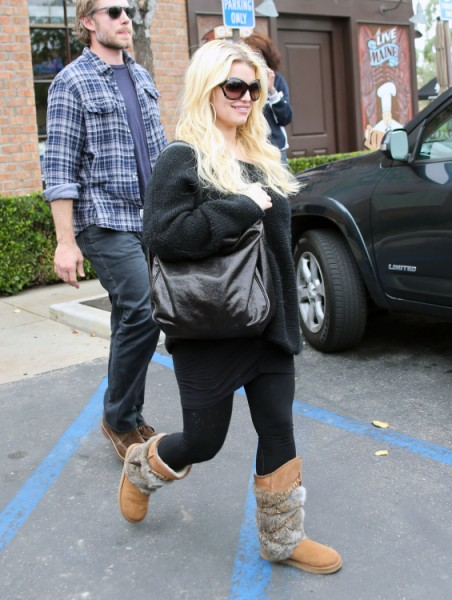 Jessica Simpson's Eating For Four Again, Back To Sodas And Fried Foods 1213