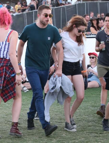 Kristen Stewart Enforces Sex Ban On Robert Pattinson While She Helps Mom Through Divorce  0503