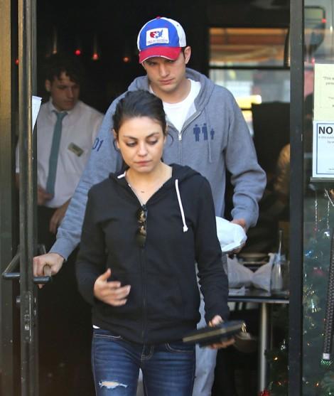 Ashton Kutcher And Mila Kunis Moving To England After April Wedding? 0128