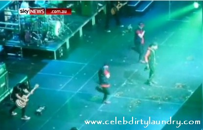 Justin Bieber Gets Eggs Thrown At Him - Video