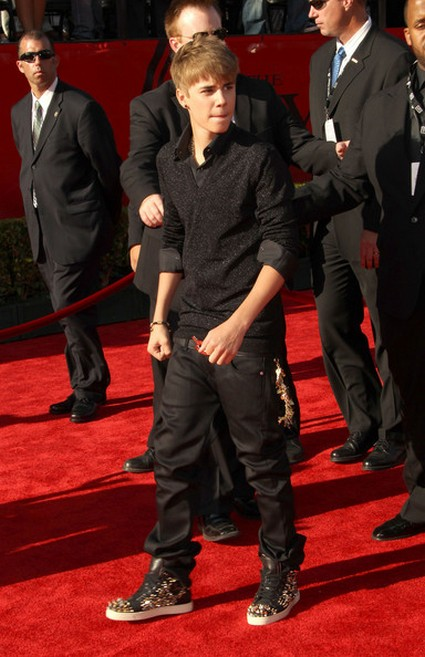 Parents Warned Justin Bieber Imposter Is A Sexual Predator
