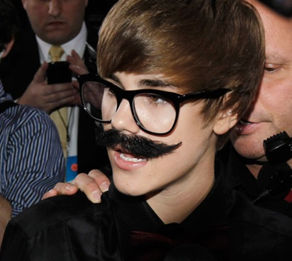 Justin Bieber Dons A Groucho Marx Disguise At The Critics Choice Awards