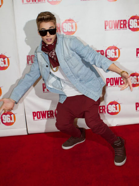 Justin Bieber Marijuana Smoking In New York City Hotel Causes Guest Evacuation!