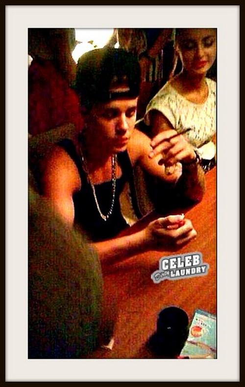 Justin Bieber Smoking Big Marijuana Joint With Ariana Grande? (PHOTO)