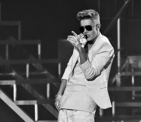 Justin Bieber Banned From Vienna Nightclub For Groping Girls 0401