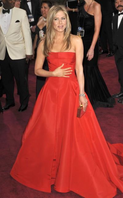 Jennifer Aniston Pregnant, Justin Theroux Cradles Baby Bump At Oscars 0225