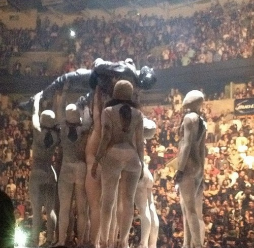 Kim Kardashian Sees Jesus With Kanye West - Baby Nori Left With Servants As Usual (Photos)