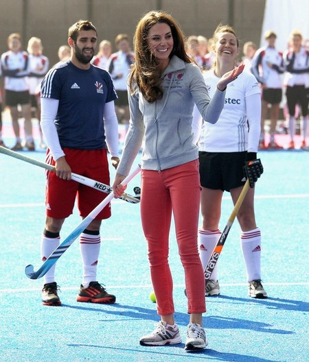 Kate Middleton Plays Hockey And Looks Hot In Coral Tight Skinny Jeans (Photo)