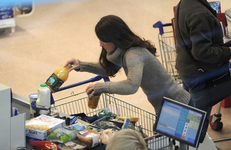 Kate Middleton Shops At The Grocery Store Just Like Us! (Photo)