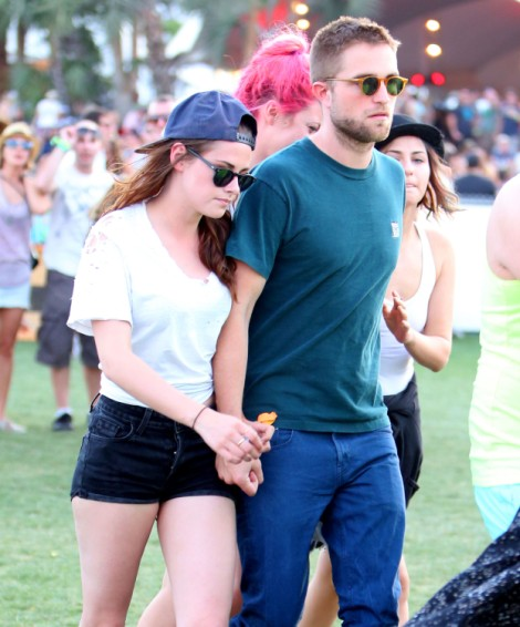 Robert Pattinson And Kristen Stewart Cuddle At Coachella - And Avoid Liberty Ross (Photos) 0414