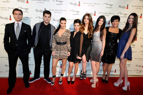 "Keeping Up With the Kardashians Recap 10/13/13: Season 8 Episode 17 ""Paparazzi & Papas"""