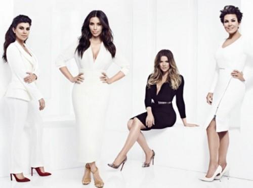 "Keeping Up With The Kardashians LIVE Recap: Season 9 Episode 12 ""Playing Dirty"""