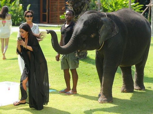 "Keeping Up With The Kardashians LIVE Recap: Season 9 Episode 15 ""A Thailand Vacation Part 1"" 7/20/14"