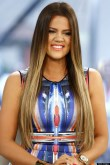 Khloe Kardashian Miniskirt Wardrobe Malfunction (PHOTO)
