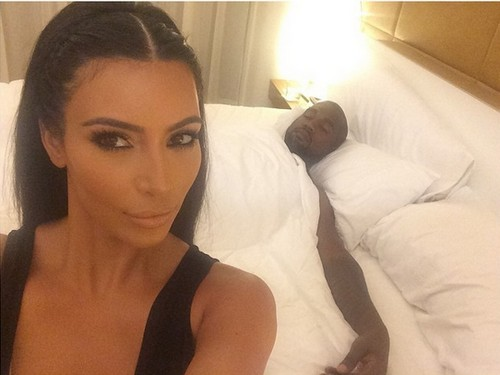 Kim Kardashian Divorce: Kanye West Bedroom Selfie Fights Rumors of Emotional Neglect and Jealous Behavior (PHOTO)