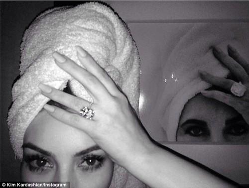 Kim Kardashian is Elizabeth Taylor on Instagram Photo