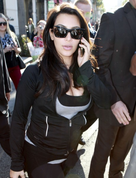 Kim Kardashian Terrified Of Weight Gain, Putting Baby At Risk With Daily Workouts? 0206