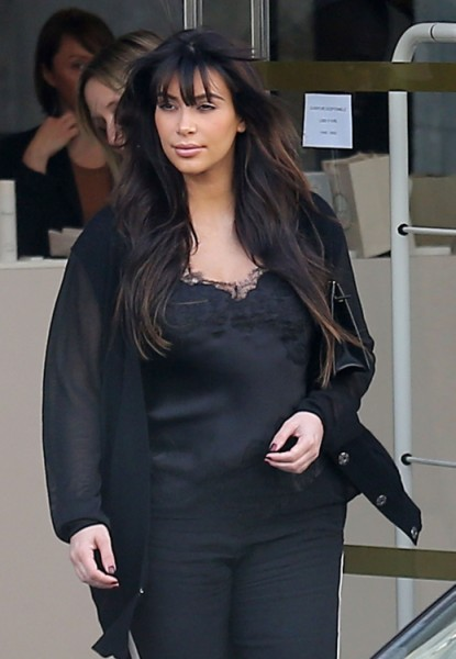 Kim Kardashian Fake Pregnancy Rumors Emerge As She Jet Sets Off To Paris 0402