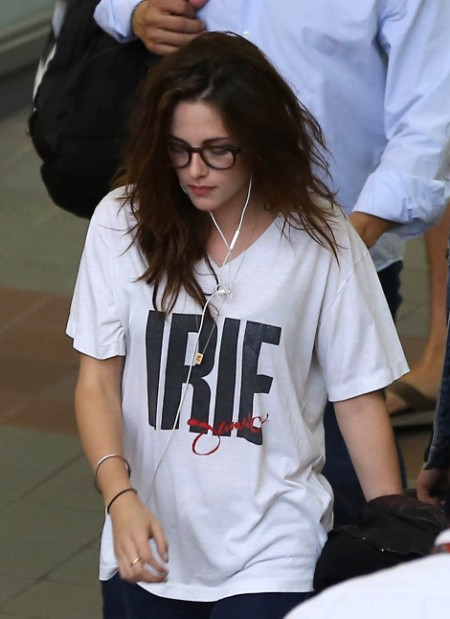 Kristen Stewart Wears Robert Pattinson's Shirt Again! What Is She Trying To Say? (Photos) 0906