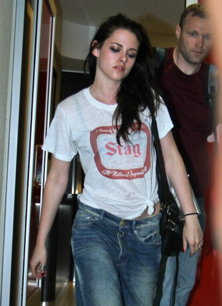 Kristen Stewart Afraid To Show Her Haggard Face, Living On Red Bull And Cigarettes 0817