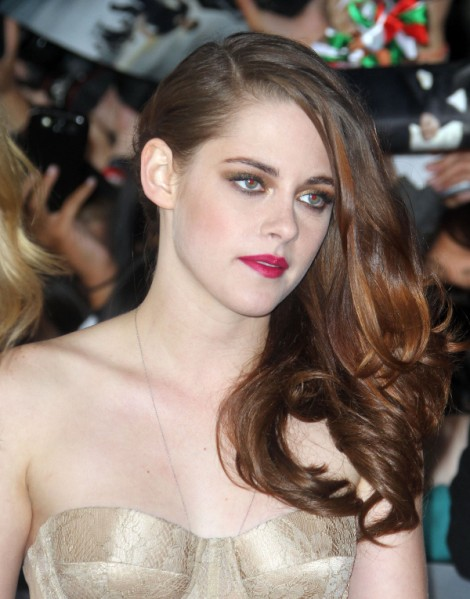 Kristen Stewart Asked If Robert Pattinson To Blame For Cheating! Scandal (Video) 1114