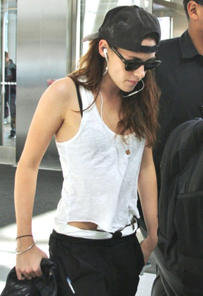 Kristen Stewart And Robert Pattinson Together But He's Afraid Of What His Fans Will Think! 0910