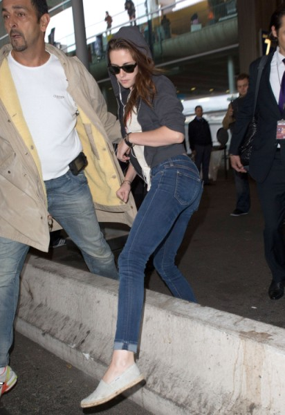 Kristen Stewart Out Of Hiding For Paris Fashion Week (Photos) 0926