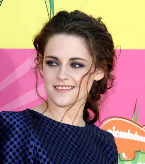 Kristen Stewart Partied With Lindsay Lohan, Invited Her To Hang Out With Robert Pattinson! 0328