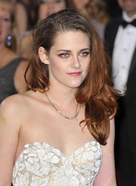 Kristen Stewart - Worst Oscar Appearance Of The Night? 0225