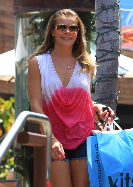 LeAnn Rimes Sent Brandi Glanville Flowers On Mother's Day - Sweet? 0515