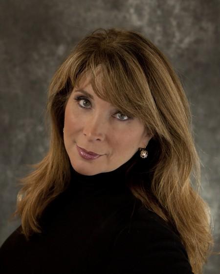 National Sports Commentator Lisa Belkov-Snyder Emcees Cakes for Cancer Event