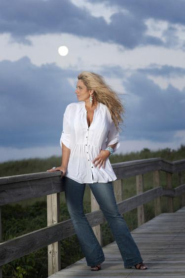 Country Singer Lisa Matassa Releases new LP Sunrise Highway