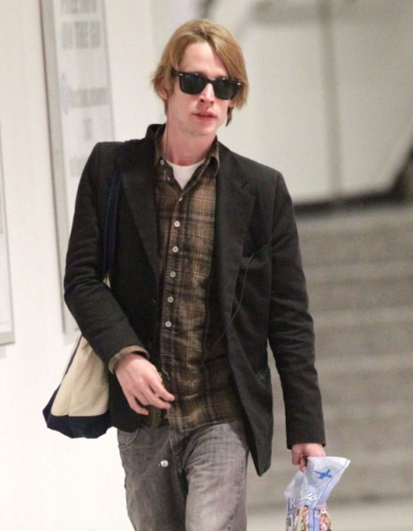 Macaulay Culkin Clean And Sober Looking For Once, Trying To Win Mila Kunis Back? 0113