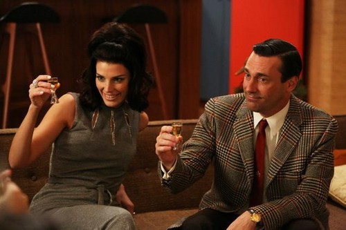 "Mad Men Recap 4/4/13: Season 6 Episode 1 ""The Doorway"""