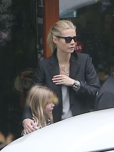 Gwyneth Paltrow Sexualizing Young Girls While Promoting New Bikini Line? 0423
