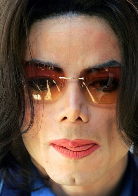 """Michael Jackson """"Drank 6 Bottles of Wine Daily For Weeks Leading Up To His Death"""" Says Mark Lester, Paris Jackson's Biological Father"""