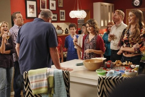 "Modern Family RECAP 10/9/13: Season 5 Episode 4 ""Farm Strong"""