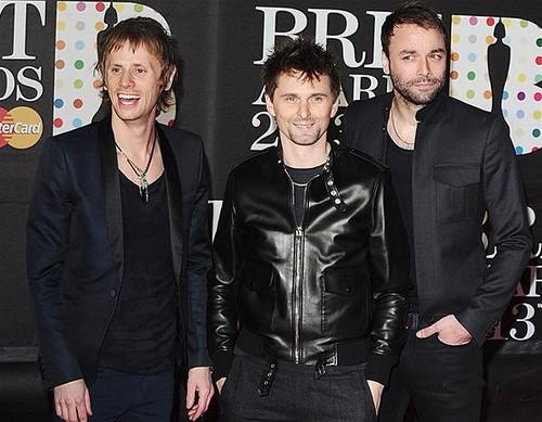 Muse-BRIT-Awards-2013-red-carpet-arrival