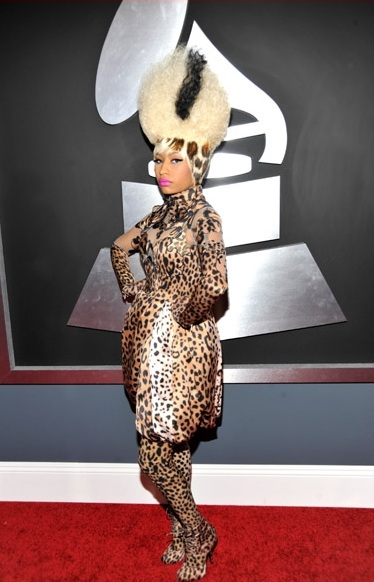 Nicki Minaj Rocking her Bride of Frankenstein/Skunk Hair