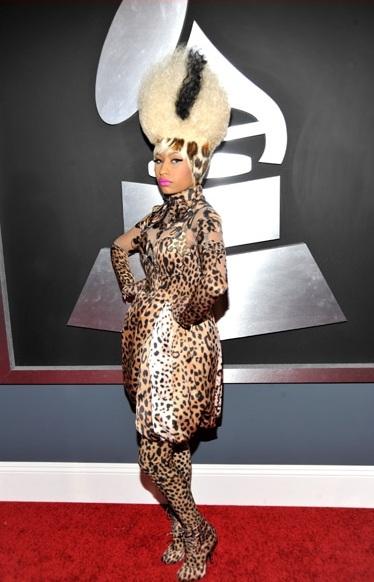 Nicki Minaj Rocking her Bride of Frankenstein/Skunk Hair