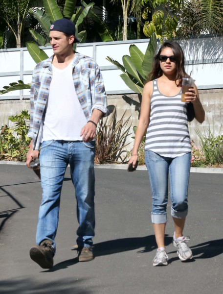 Mila Kunis To Give Up Career For Ashton Kutcher And Baby 0218