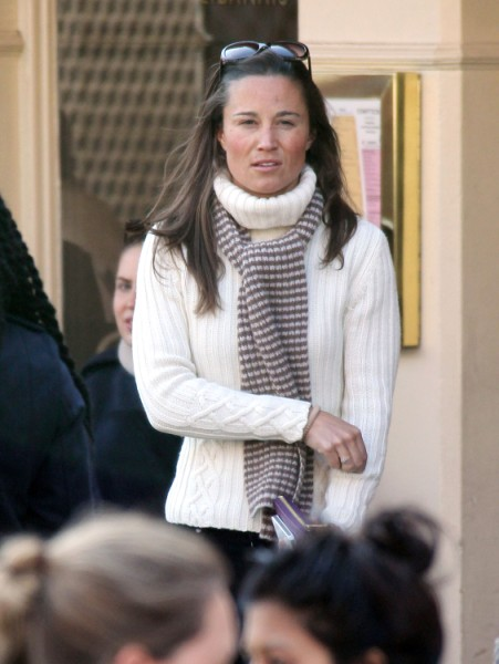 Pippa Middleton Kisses Her Commoner In Public For First Time, Could Wedding Bells Be Next? 0312