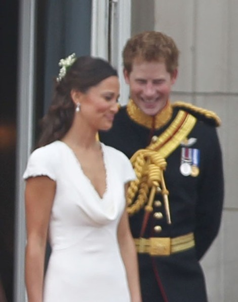 Prince Harry Makes Fun Of Wifey Pippa Middleton's Book! 1023