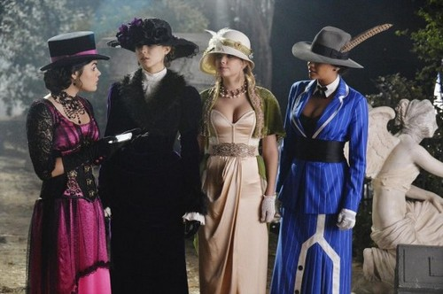 "Pretty Little Liars RECAP 10/22/13: Season 4 Halloween Special ""Grave New World"""