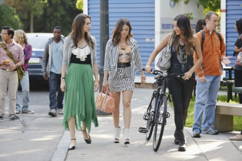 "Pretty Little Liars Season 3 Episode 14 ""She's Better Now"" Recap 01/08/13"