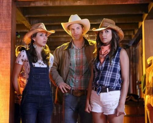 "Pretty Little Liars RECAP 8/20/13: Season 4 Episode 11 ""Bring Down the Hoe"""