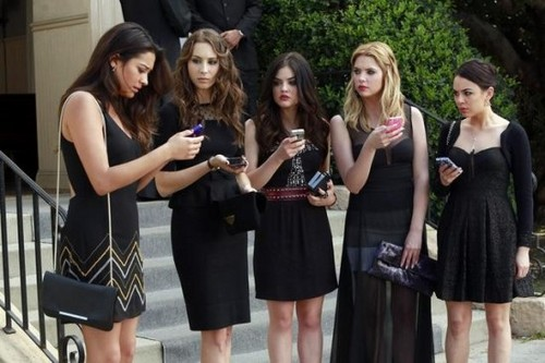 "Pretty Little Liars RECAP 6/11/13: Season 4 Premiere ""A is for A-L-I-V-E"""