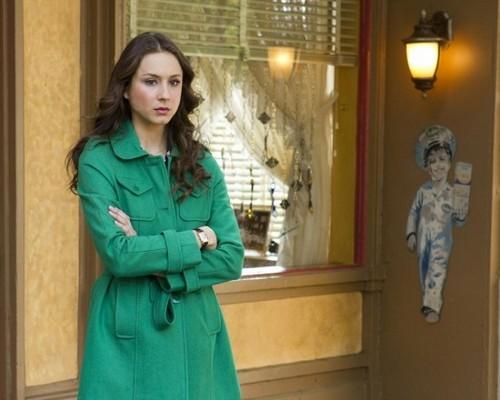 "Pretty Little Liars Season 4 Episode 6 REVIEW ""Mona Is Back"""